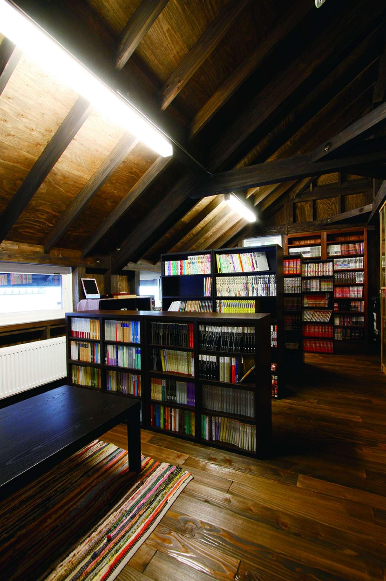 本棚を造作して、図書館をイメージした2階フリースペース -  -  -