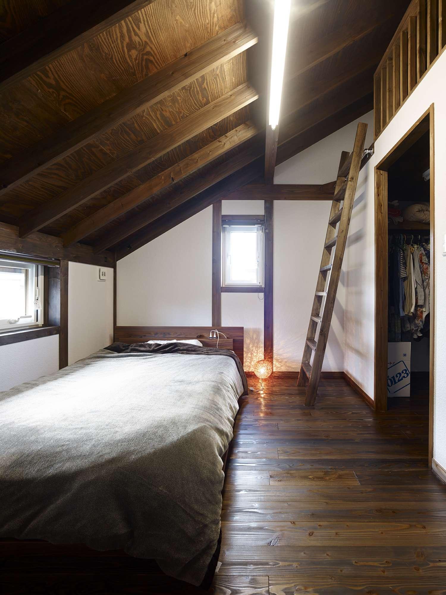 寝室にはウォークインクロゼット、その上部にはロフトを配置 -  -  -