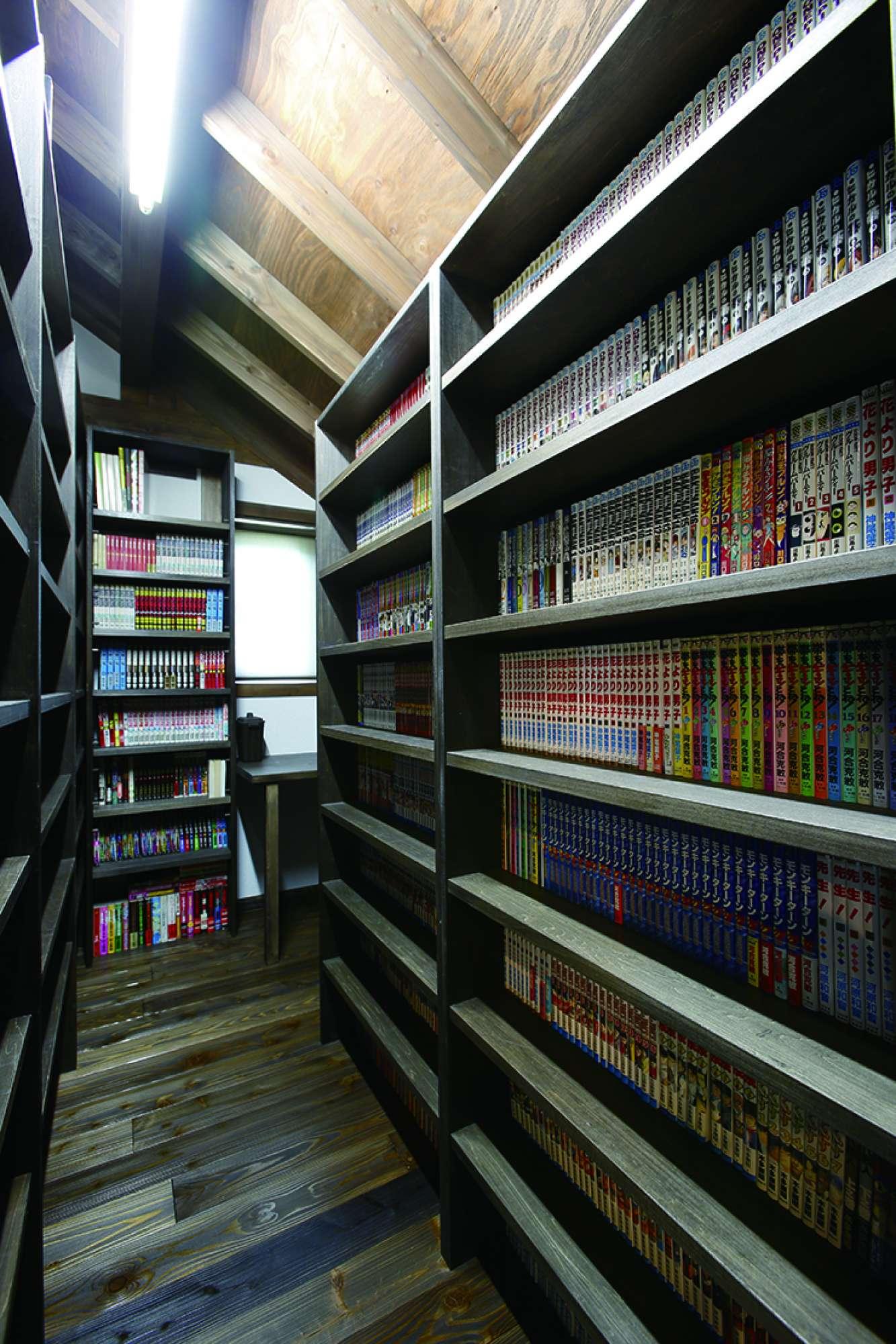 本棚は合計9個、壁面全部に本棚を配置した図書館のような書斎 -  -  -