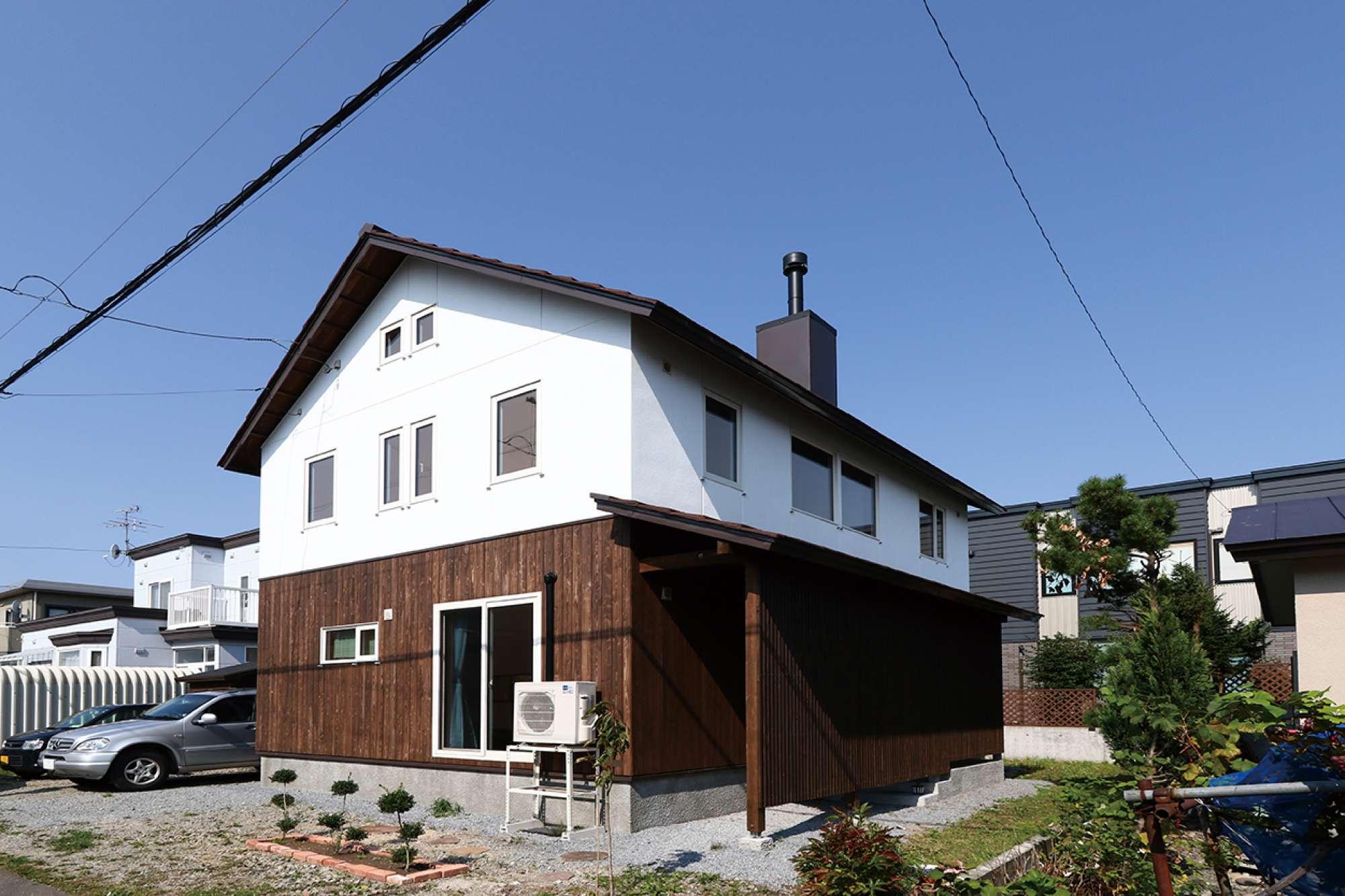 京都の町家を思わせる「通り土間」。 薪ストーブと、古民家風の味わい -
