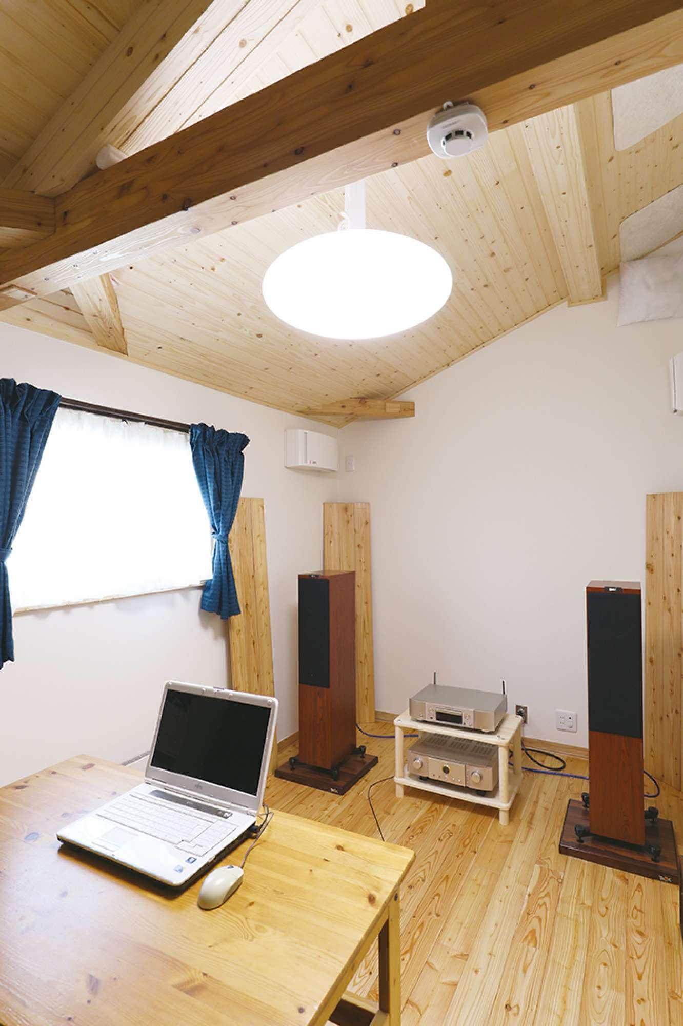 防音施工済みの快適な2階オーディオルーム -  -  -