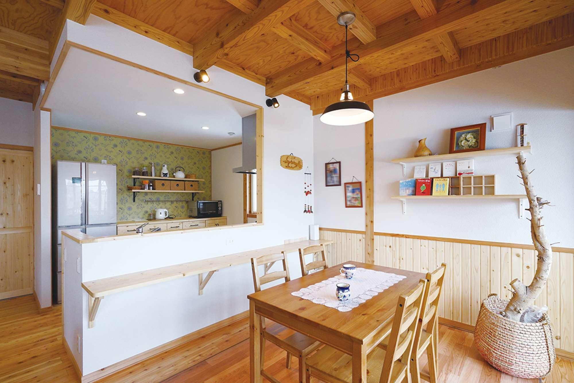 腰壁と造作のスタディ用カウンター、飾り棚で北欧テイストに -  -  -