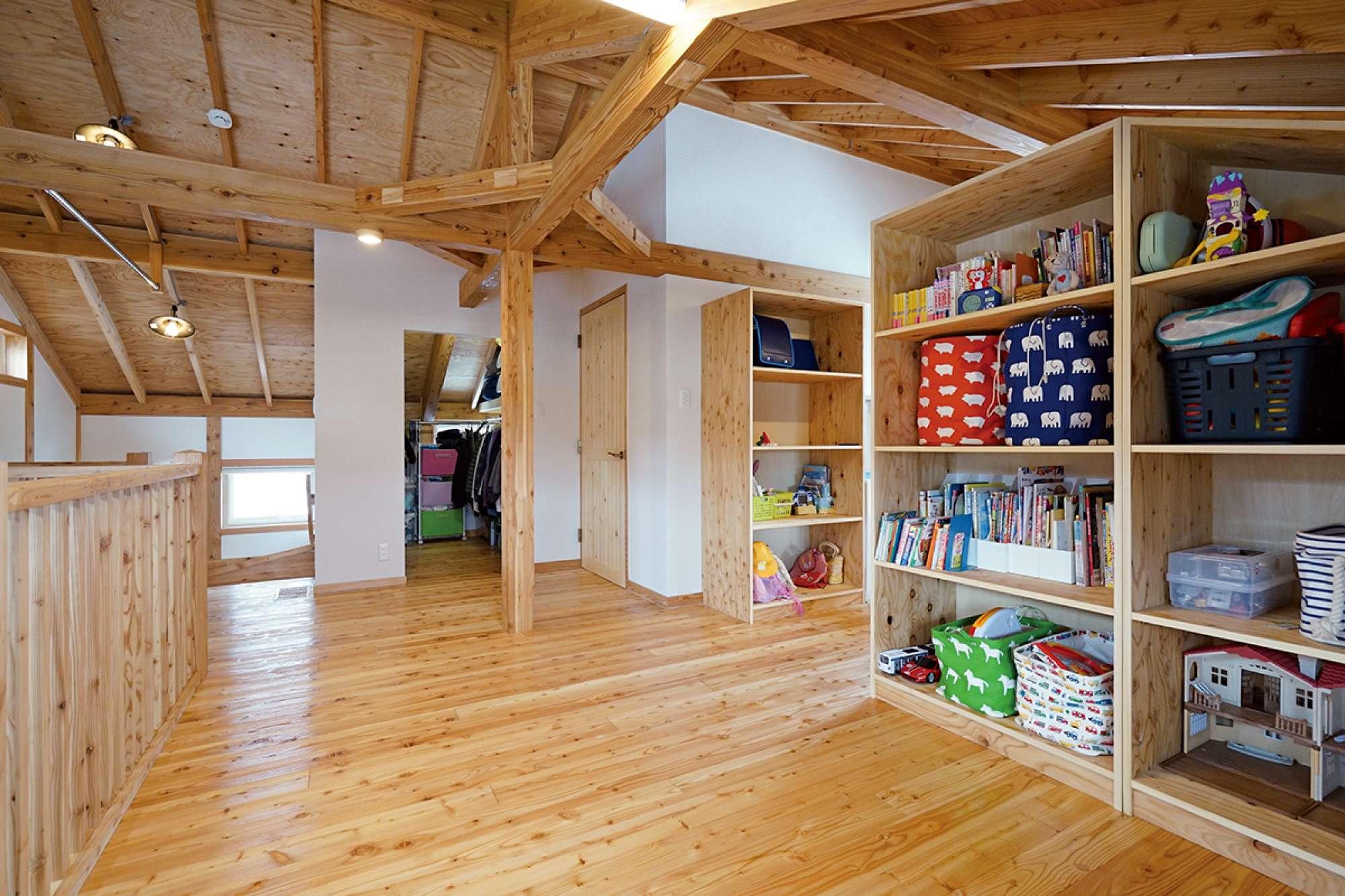 広いフリールームを右の移動式収納棚で仕切って使用 -  -  -