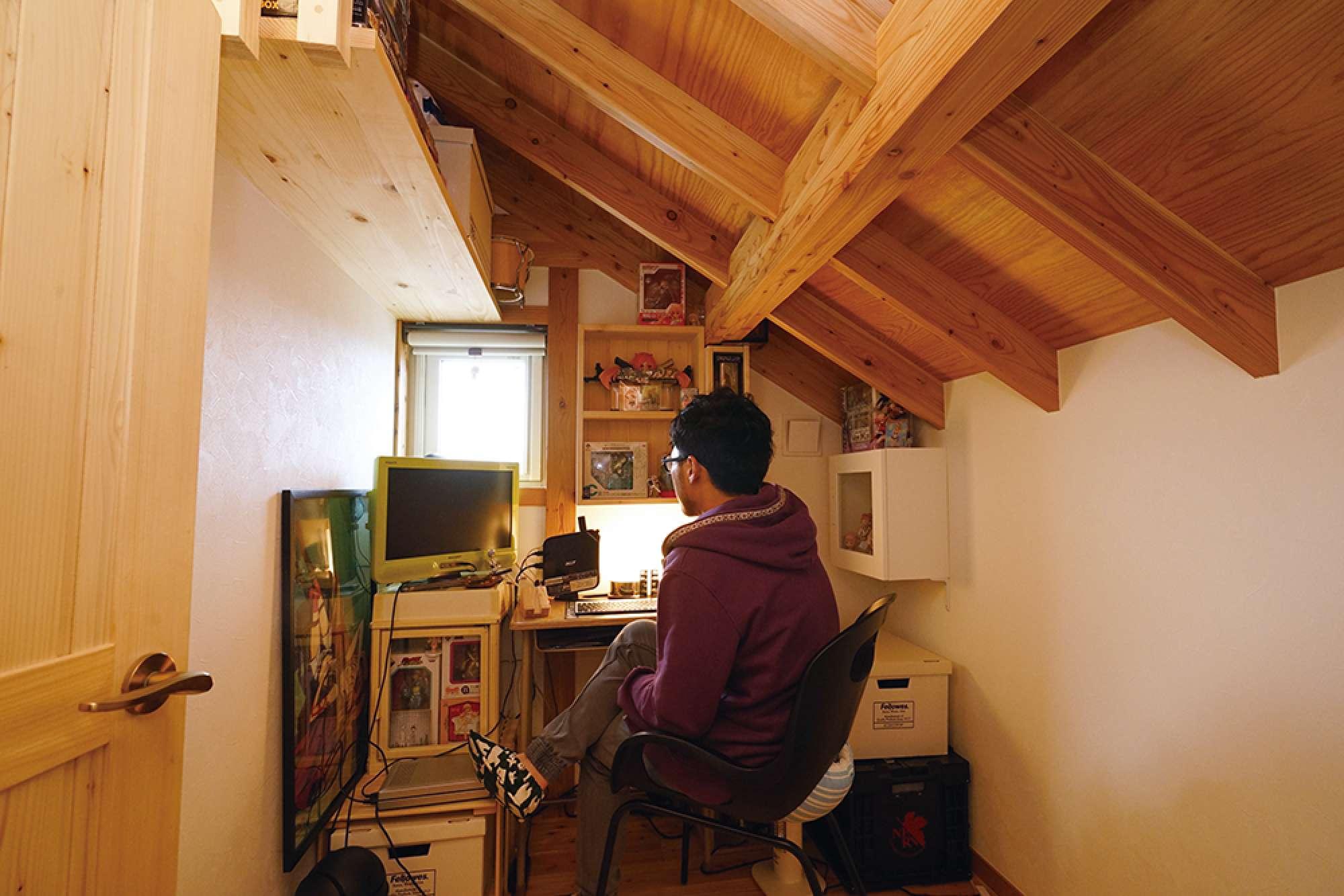 ご夫婦それぞれ書斎を持ち、ご主人の書斎は独立した配置 -  -  -