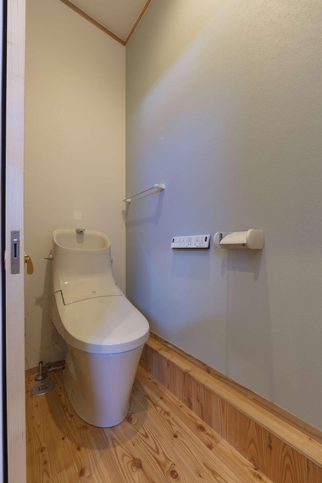 トイレ -  -  -