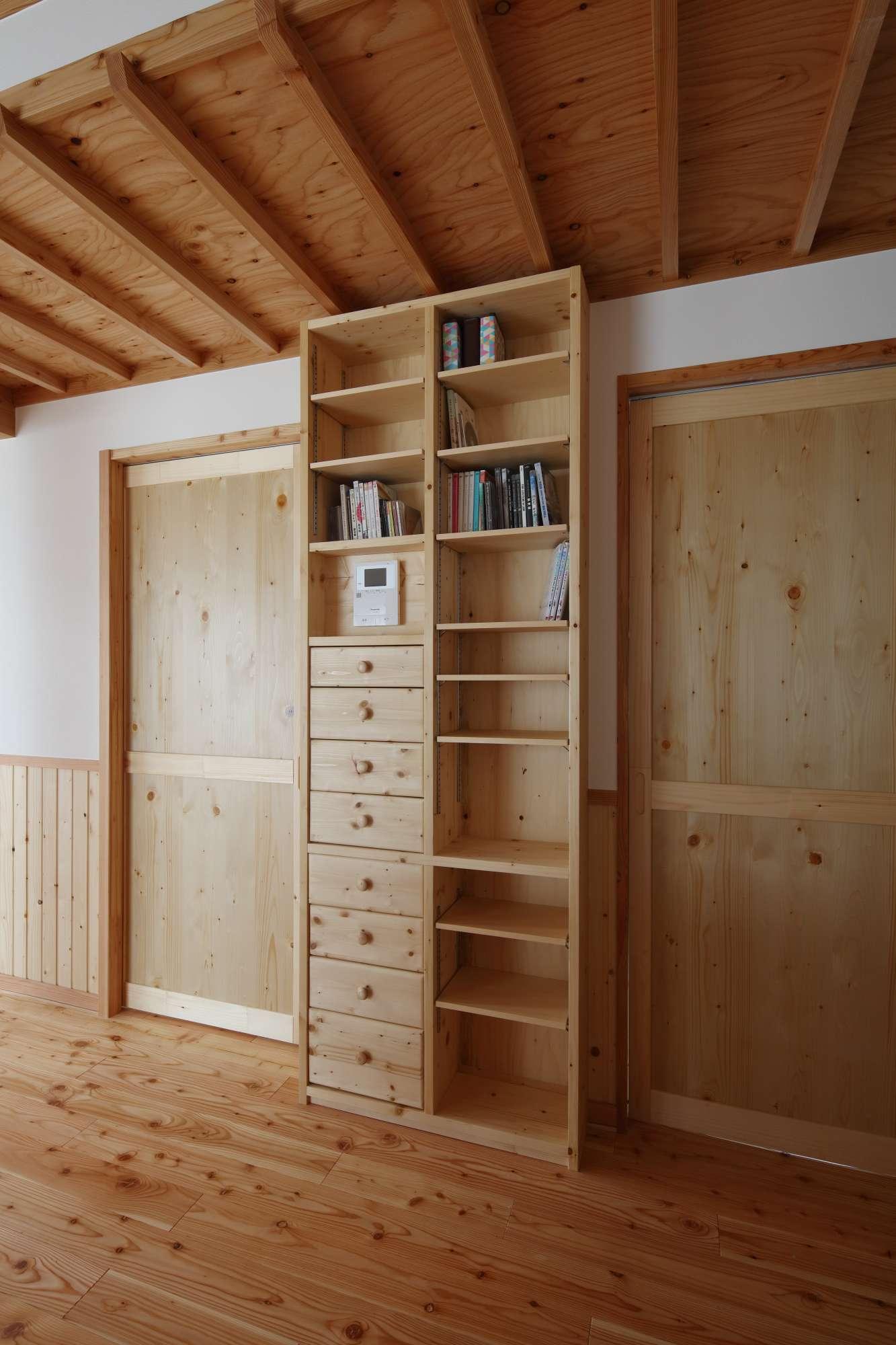 造作収納棚、造作建具は自社工場で製作 -  -  -