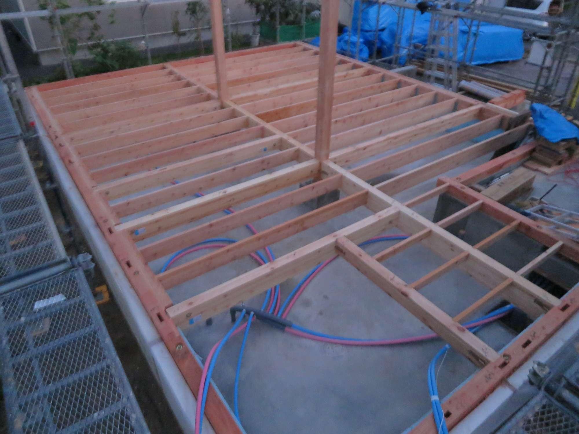 土台敷き・柱建て -  -  -