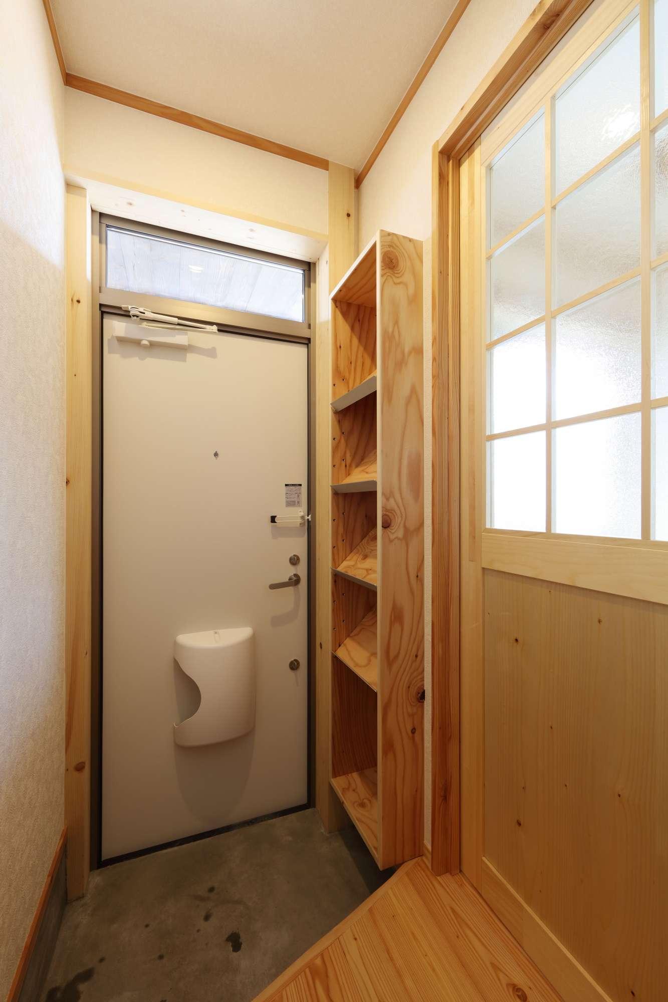 玄関には造作下駄箱設置  -  -  -
