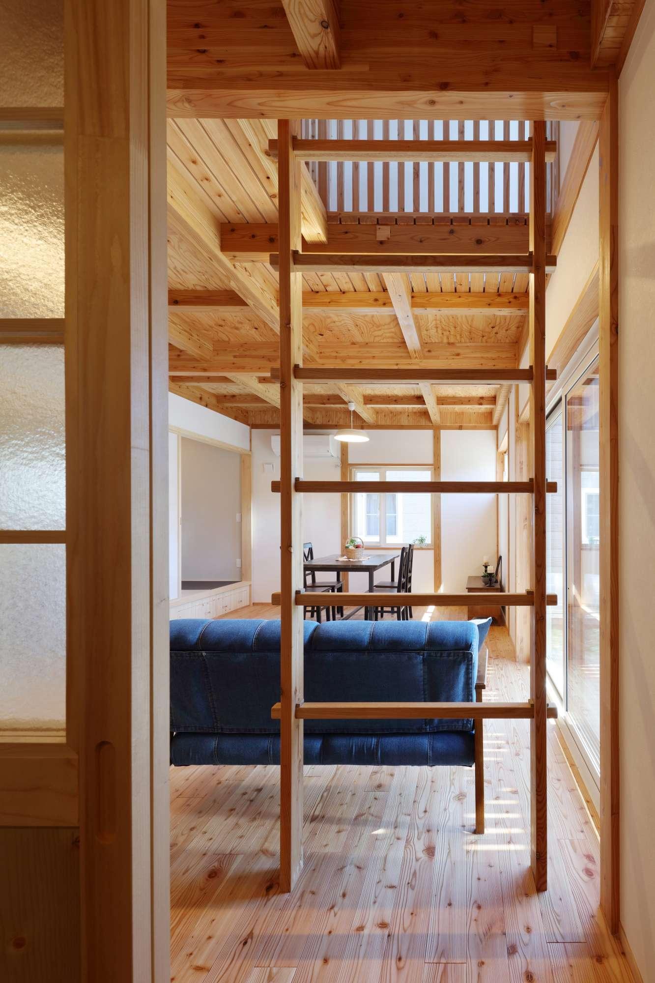 木の家の魅力がぎゅっと詰まったリビング -  -  -