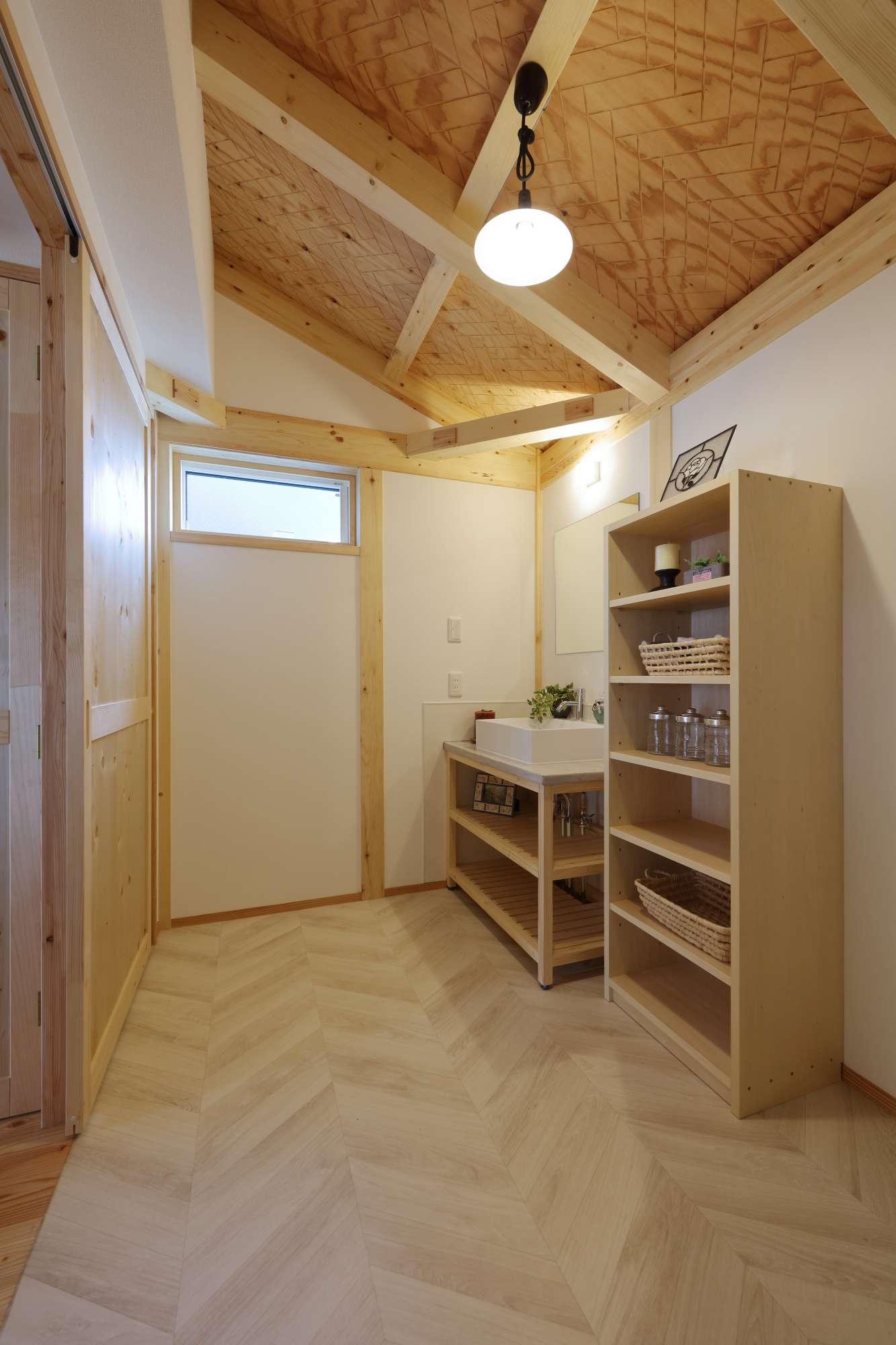 シンプルで爽やかな洗面スペース -  -  -