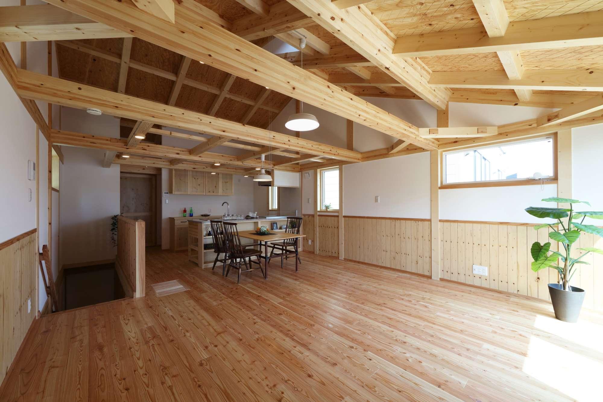 - 2階リビング真壁造りと無垢材をふんだんに使用した癒しの空間 -  -