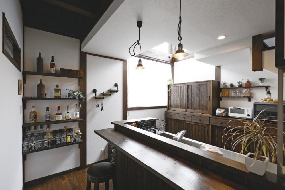 バーカウンターがあるキッチン -  -  -