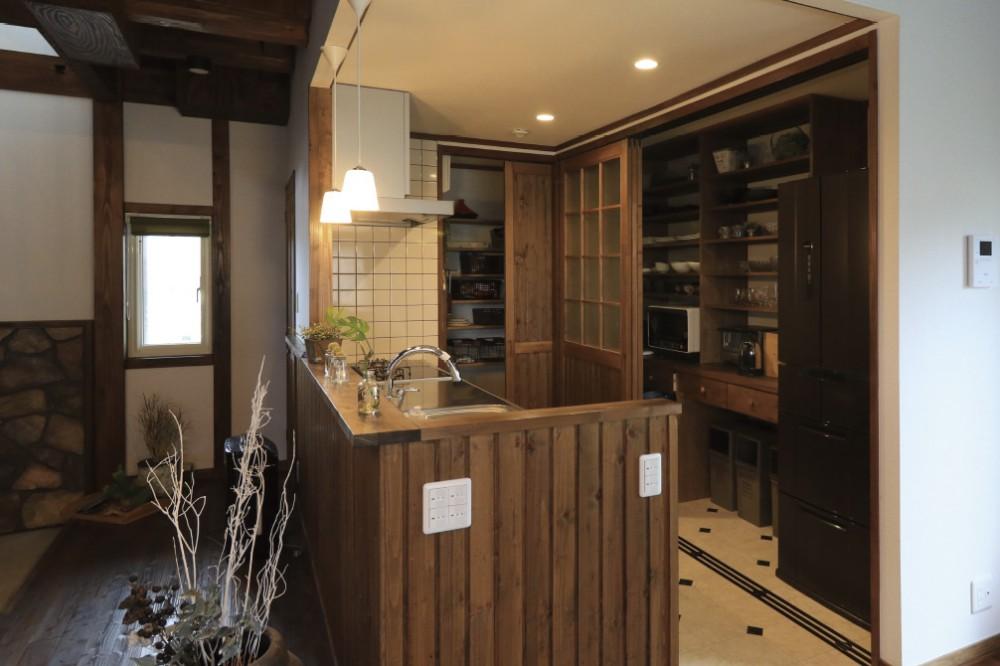 食器棚を隠せる引き戸、土間のお台所 -  -  -