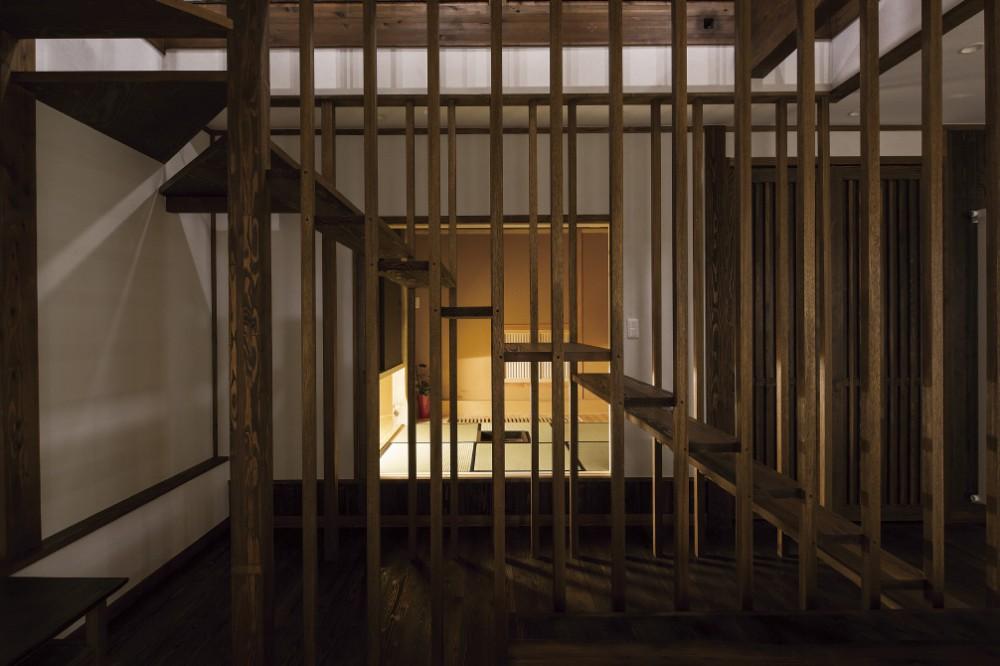 ルーバー格子の階段 -  -  -